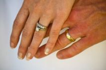 Weddings hands_rings 1