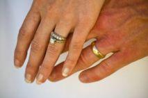Weddings hands_rings 1